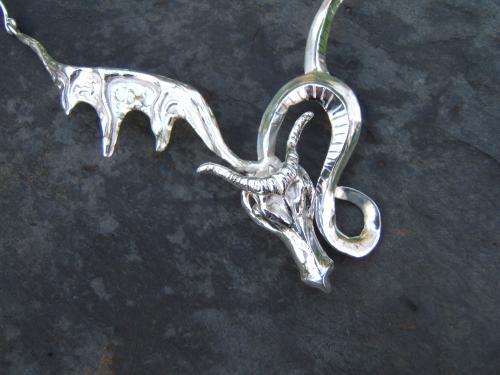 collier dragon laiton plaqué argent sur commande